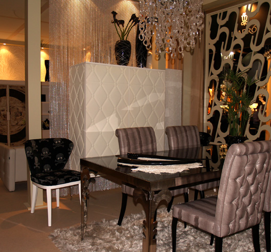 El mobiliario de lujo de colonial club se muestra en - Habitat muebles espana ...