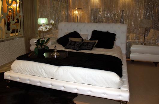 El mobiliario de lujo de colonial club se muestra en for Habitat decoracion